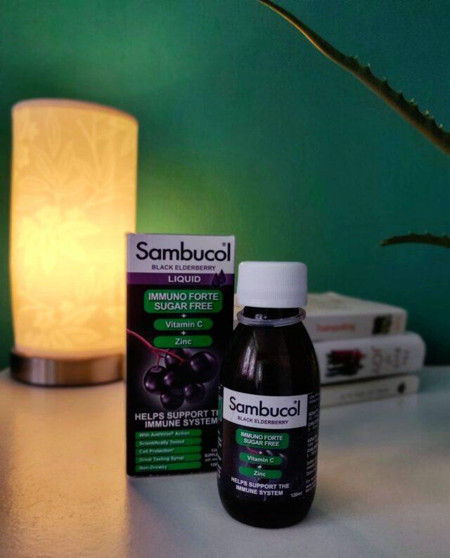 Ce conține rutina ta de dimineața devreme sau de seară în această perioadă? Știați că măcar o jumătate de oră de citit înainte de somn sau după ce ne-am trezit ne ajută să ne simțim mai relaxați, să avem un somn mai bun și să ne îmbunătățim memoria? Și ce poate fi mai benefic și terapeutic decât o carte bună și o doză de Sambucol zilnic? Plin de antioxidanți naturali extrași din soc negru, îmbogățit cu vitamina C și zinc, Sambucol Imuno Forte Sugar Free nu conține zahăr adăugat și susține imunitatea pe tot parcursul anului, astfel încât tu să te simți bine și plin de energie în fiecare zi! 💜 _____ #sambucol #sambucolromania #sambucolro #sistemimunitar #sistemimunitarputernic #imunitate #imunitatecopii #imunitatecrescuta #imunitateafamiliei #natural #antioxidanti #socnegru #romania