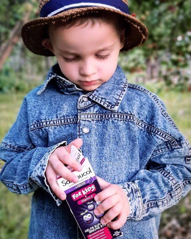 Jucării? Bomboane? Ciocolată? Naa, ceva mult mai bun de atât! Sambucol pentru copii, îmbogățit cu vitamina C, care susține sistemul inunutar pe tot parcursul anului? Daaa! De data aceasta am dat lovitura! 💜 _____ #sambucol #sambucolromania #sambucolro #sistemimunitar #sistemimunitarputernic #imunitate #imunitatecopii #imunitatecrescuta #imunitateafamiliei #copii #copiisanatosi #copiisimamici #copiifrumoși #romania