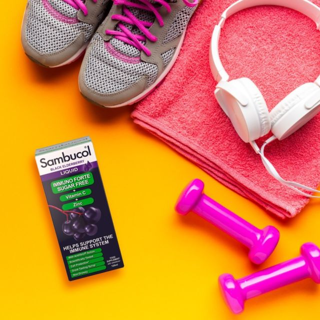 👟 Ai un stil de viață activ? Sau poate că petreci mult timp în sala de fitness? Atunci Sambucol Sugar Free este alegerea potrivită pentru tine! 💜 Îmbogățit cu Vitamina C și Zinc, creat doar din sucul natural al fructelor de soc, Sambucol Sugar Free îți protejează imunitatea, fie că alegi să te antrenezi afară sau în sală, și îți dă un plus de energie pentru a duce până și cele mai grele antrenamentele la capăt cu succes! #sambucol #sambucolromania #sambucolro #sistemimunitar #sistemimunitarputernic #imunitate #imunitatecrescuta #gym #stildeviataactiv #stildeviatasanatos #gympower #sugarfree #farazahar #natural #delicios #romania